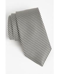 Cravate à rayures verticales blanche et noire