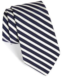 Cravate blanc et bleu marine