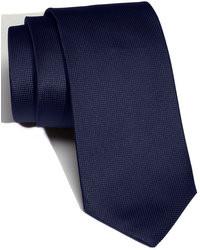 Cravate en soie bleu marine