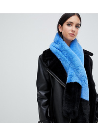 Écharpe en fourrure bleu clair Missguided