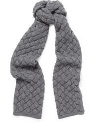Écharpe en tricot gris
