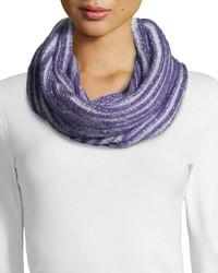 Écharpe en tricot violet clair