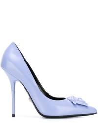 Escarpins en cuir bleu clair Versace