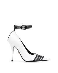 Escarpins en cuir imprimés blancs et noirs Versace