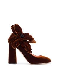 Escarpins en velours à fleurs marron foncé Rochas