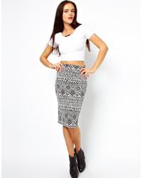 Jupe mi-longue géométrique blanche et noire Vero Moda