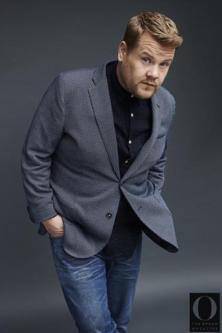 Comment porter: blazer à carreaux bleu marine et blanc, chemise à manches longues écossaise bleu marine, jean bleu