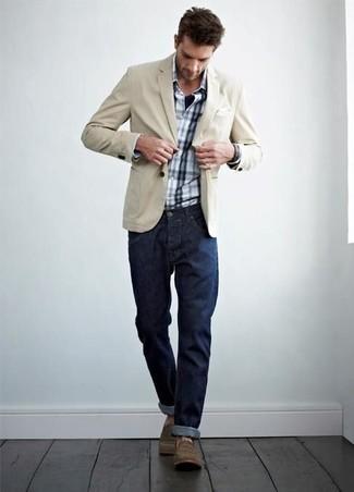Comment porter: blazer en coton beige, chemise à manches longues écossaise blanc et bleu marine, jean bleu marine, bottes de loisirs marron