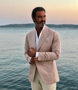 Comment porter: blazer beige, chemise de ville blanche, pantalon chino beige