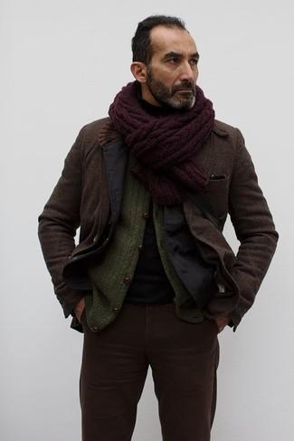 Comment porter: blazer en coton noir, blazer en laine marron foncé, cardigan en tricot olive, pull à col roulé noir
