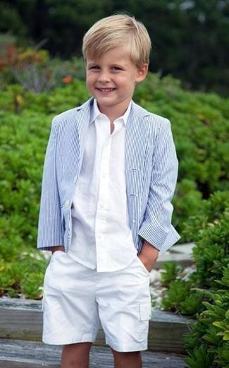 Comment porter: blazer bleu clair, chemise à manches longues blanche, short blanc