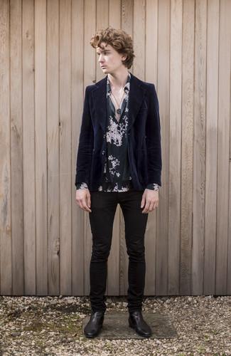 Comment s'habiller à l'adolescence: Pour créer une tenue idéale pour un déjeuner entre amis le week-end, essaie d'associer un blazer en velours côtelé bleu marine avec un jean skinny noir. Choisis une paire de des bottines chelsea en cuir noires pour afficher ton expertise vestimentaire.