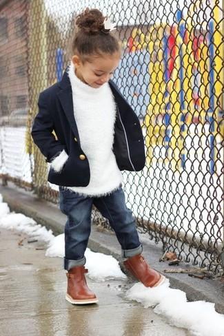 Comment porter: blazer bleu marine, pull blanc, jean bleu marine, bottes marron