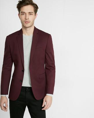 Comment porter: blazer bordeaux, pull à col rond gris, jean noir