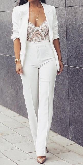 Associe un blazer blanc avec une montre dorée femmes Casio pour créer un style chic et glamour. Une paire de des escarpins en cuir beiges apportera une esthétique classique à l'ensemble.