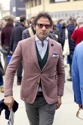 Comment porter: blazer bordeaux, cardigan vert foncé, chemise à manches longues à rayures verticales bleu clair, pantalon de costume gris