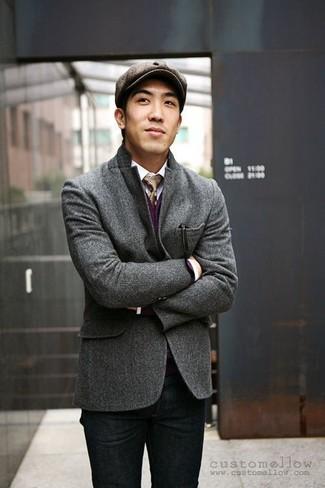 Comment porter: blazer en laine gris foncé, cardigan pourpre, chemise à manches longues blanche, jean noir