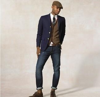 Comment porter: blazer bleu marine, cardigan marron, chemise de ville blanche, jean bleu marine