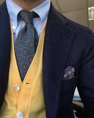 Pense à porter un blazer en laine noir et un cardigan jaune pour un look idéal au travail.