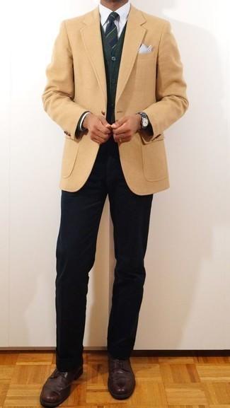 Un blazer à porter avec un cardigan olive: Choisis un blazer et un cardigan olive pour prendre un verre après le travail. Assortis cette tenue avec une paire de des chaussures brogues en cuir marron foncé pour afficher ton expertise vestimentaire.