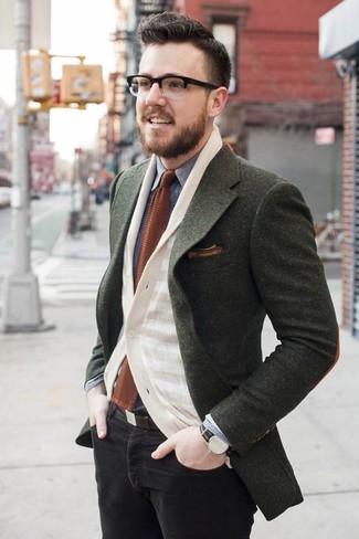 Comment porter: blazer en laine olive, cardigan à rayures horizontales beige, chemise en jean grise, jean skinny noir
