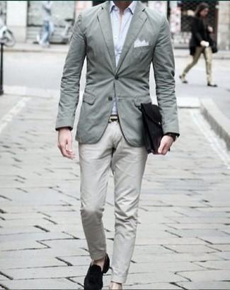Comment porter une montre noire: Essaie d'associer un blazer vert menthe avec une montre noire pour un look idéal le week-end. Ajoute une paire de des slippers en velours noirs à ton look pour une amélioration instantanée de ton style.