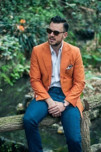 Comment porter des lunettes de soleil marron foncé: Pense à opter pour un blazer orange et des lunettes de soleil marron foncé pour un look confortable et décontracté.