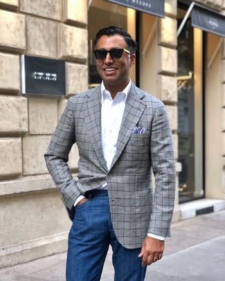 Comment porter: blazer écossais gris, chemise à manches longues blanche, jean bleu, pochette de costume bleu clair