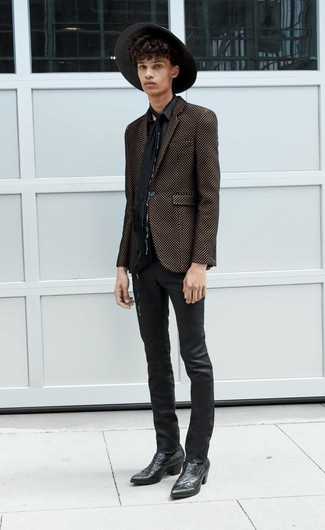 Comment porter une chemise à manches longues noire: Pense à porter une chemise à manches longues noire et un jean en cuir noir pour un look de tous les jours facile à porter. Jouez la carte décontractée pour les chaussures et choisis une paire de des bottes western en cuir noires.