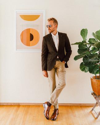 Comment porter des chaussures derby en cuir marron: Choisis un blazer en laine à carreaux marron foncé et un jean marron clair pour affronter sans effort les défis que la journée te réserve. Fais d'une paire de des chaussures derby en cuir marron ton choix de souliers pour afficher ton expertise vestimentaire.