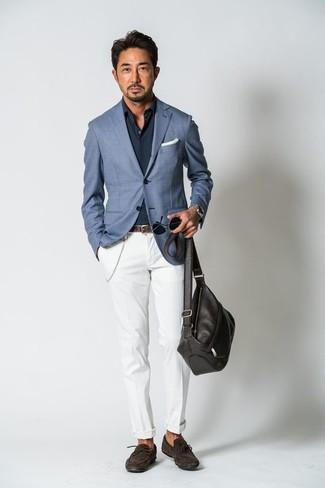 Comment porter: blazer bleu, chemise à manches longues bleu marine, pantalon chino blanc, mocassins en daim marron foncé
