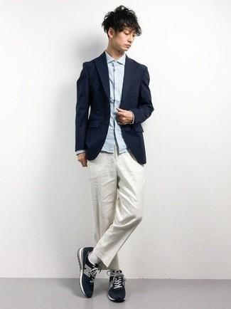 Comment porter des chaussettes blanches: Essaie de marier un blazer bleu marine avec des chaussettes blanches pour un look idéal le week-end. Termine ce look avec une paire de des chaussures de sport bleu marine.