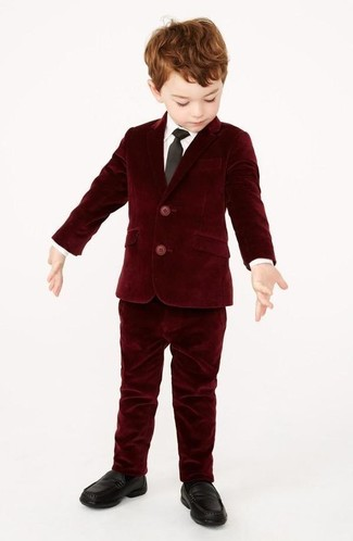 Comment porter: blazer en velours bordeaux, chemise à manches longues blanche, pantalon en velours bordeaux, slippers noirs