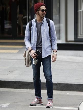 Comment porter des lunettes de soleil marron foncé: Harmonise un blazer beige avec des lunettes de soleil marron foncé pour une tenue relax mais stylée. Assortis ce look avec une paire de des chaussures de sport grises.