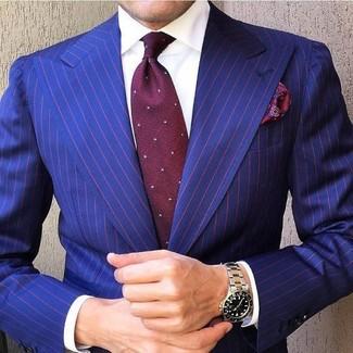 Comment porter: blazer à rayures verticales bleu, chemise de ville blanche, cravate á pois bordeaux, pochette de costume imprimée cachemire bordeaux