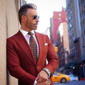 Comment porter: blazer rouge, chemise de ville blanche, cravate á pois bordeaux, pochette de costume blanche