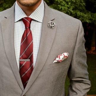 Comment porter: blazer gris, chemise de ville en vichy grise, cravate à rayures verticales rouge, pochette de costume blanc et rouge