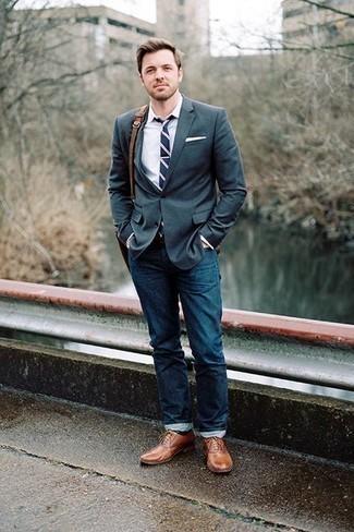 Comment porter une ceinture en cuir marron: Essaie d'harmoniser un blazer vert foncé avec une ceinture en cuir marron pour une tenue relax mais stylée. D'une humeur créatrice? Assortis ta tenue avec une paire de des chaussures richelieu en cuir marron.