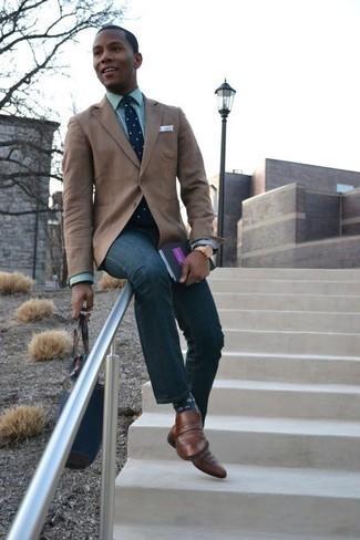 Une chemise de ville à porter avec un jean bleu marine: Pense à associer une chemise de ville avec un jean bleu marine si tu recherches un look stylé et soigné. Jouez la carte classique pour les chaussures et termine ce look avec une paire de des slippers en cuir marron.