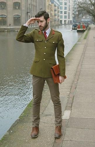 Comment porter: blazer olive, chemise de ville blanche, jean gris, chaussures richelieu en cuir marron