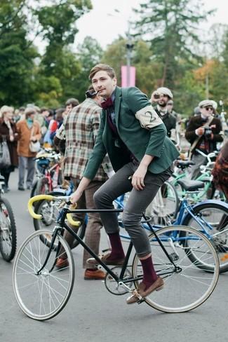 Comment porter: blazer vert, chemise de ville écossaise bleu marine, jean skinny gris, mocassins à pampilles en daim marron