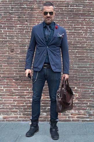 Comment porter: blazer en coton bleu marine, chemise de ville bleu marine, jean skinny bleu marine, bottines chelsea en cuir noires