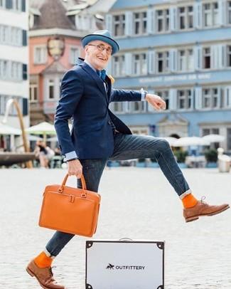 Comment porter: blazer bleu marine, chemise de ville bleu clair, jean skinny bleu marine, chaussures richelieu en cuir marron clair