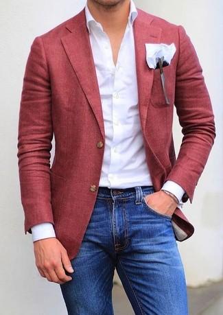 Comment porter: blazer rouge, chemise de ville blanche, jean skinny bleu, pochette de costume blanche