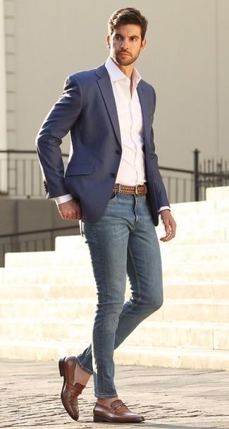 Comment porter une chemise de ville avec un jean skinny: Pense à opter pour une chemise de ville et un jean skinny pour une tenue confortable aussi composée avec goût. Apportez une touche d'élégance à votre tenue avec une paire de des slippers en cuir marron.