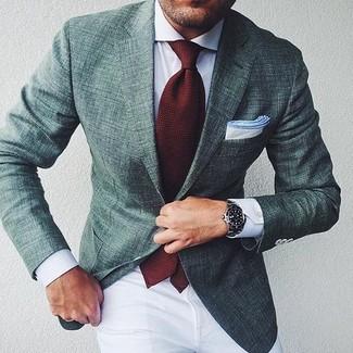 Comment porter: blazer vert foncé, chemise de ville blanche, pantalon chino blanc, cravate bordeaux
