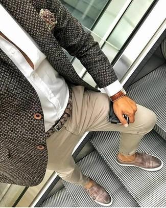 Comment porter: blazer en tweed marron foncé, chemise de ville blanche, pantalon chino beige, double monks en cuir marron