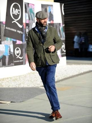 Comment porter: blazer en laine olive, chemise de ville bleu clair, pantalon chino bleu marine, chaussures derby en cuir tabac