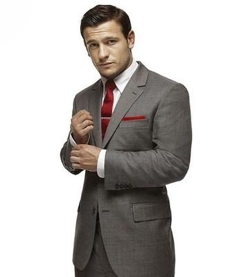 énorme réduction 230b1 0c681 Comment porter une cravate rouge avec un pantalon de costume ...