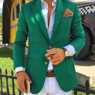 Comment porter une pochette de costume imprimée marron clair: Marie un blazer vert avec une pochette de costume imprimée marron clair pour un look confortable et décontracté.